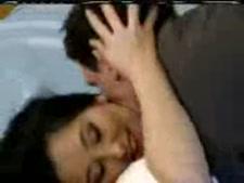 سيسي كروسدرسر في فستان أحمر مارس الجنس من قبل زوجها.