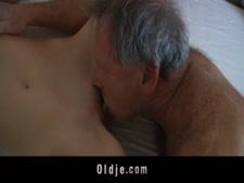 يمارس الجنس مع شاب برازيلي.