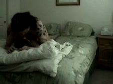 زوجة ساخنة استغل من قبل شخص غريب أثناء نوم الزوج.
