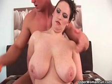 ناضجة كبيرة الثدي والحمار الكبيرة مارس الجنس من الصعب على كام.